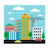 Miasto z domami, samochodami, żurawiem i samolotem, Płaski projekt wektor Obrazy Royalty Free