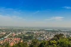 Miasto z niebieskim niebem Zdjęcie Stock