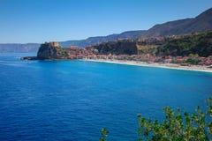 Miasto z plażą morze Zdjęcia Stock