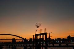 Miasto zmierzchu rzeki mosta lato fotografia stock