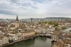 Miasto Zurich jak widzieć od jeden góruje Grossmunster ch zdjęcie royalty free