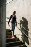 Miastowa kobieta na sprawno?? fizyczna plenerowym treningu fotografia stock