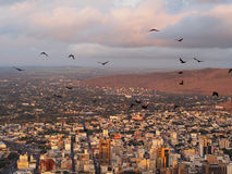 Miastowa wrotna linia horyzontu przy zmierzchem Zdjęcie Stock