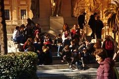 Miastowego życia ludzie siedzi w słońcu 12 Zdjęcie Stock