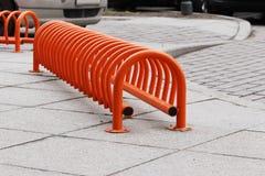 miastowego krajobrazowego pomarańcze pierścionku niski miejsce do parkowania dla bicykli/lów Zdjęcie Stock