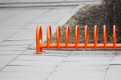 miastowego krajobrazowego pomarańcze pierścionku niski miejsce do parkowania dla bicykli/lów Obraz Stock