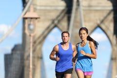 Miastowi biegacze biega ludzi w Miasto Nowy Jork NYC Fotografia Royalty Free