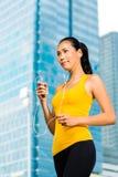 Miastowi sporty - sprawność fizyczna w Azjatyckim lub Indonezyjskim mieście Zdjęcie Royalty Free