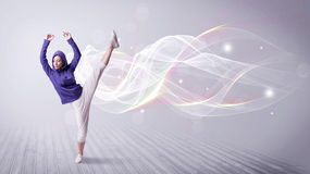 Miastowy breakdancer taniec z białymi liniami obraz royalty free