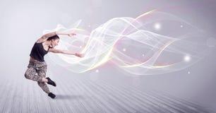 Miastowy breakdancer taniec z białymi liniami fotografia royalty free