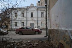 Miastowy krajobraz: antyczny budynek, święto pracy ulica 11, architektoniczny zabytek xix wiek fotografia stock