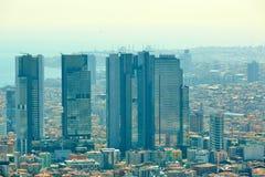 Miastowy krajobraz europejczyk strona Istanbuł i Bosphorus cieśnina na horyzoncie Nowożytna część miasto z biznesem góruje Obraz Royalty Free