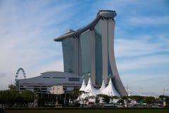 Miastowy krajobraz Singapur pod chmurnym niebem od zadka Obrazy Royalty Free