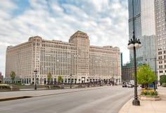 Miastowy krajobraz z widokiem Merchandise hala targowa, jest handlowym budynkiem lokalizować w śródmieściu Chicago, usa zdjęcia royalty free