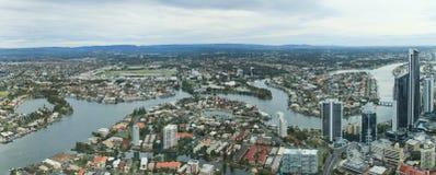 Miastowy miasto przy złota wybrzeżem Obraz Stock