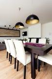 Miastowy mieszkanie - Drewniany stół zdjęcia stock