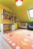 Miastowy mieszkanie - kolorowy pokój obrazy stock