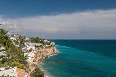 Miastowy nabrzeżny widok Widok budynki w wzdłuż wybrzeża Hiszpania obrazy stock