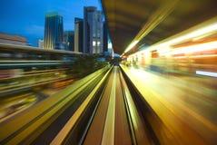 Miastowy nocy ruch drogowy Obrazy Stock