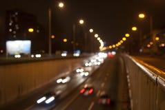 Miastowy nocy ruch drogowy Zdjęcia Royalty Free