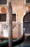 Miastowy sceniczny Wenecja z gondolą Obrazy Royalty Free