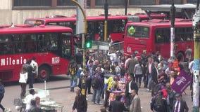 Miastowy skrzyżowanie, ruch drogowy, Pedestrians zdjęcie wideo