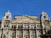 Miastowy uliczny klasyczny budynku dachu szczegół w Budapest zdjęcia stock