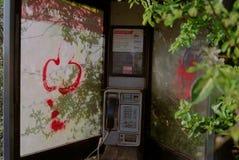 Miastowy wandalizm - Inside Niszczący Telefoniczny pudełko Zdjęcie Royalty Free