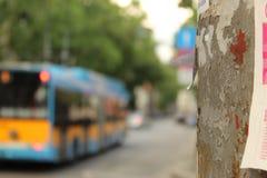 Miastowy widok Elektryczny filaru przedpole Sofia Bułgaria i tramwaju transportu publicznego tła miasto obrazy royalty free