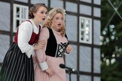 Micaela di Catalano och Olga Cheremnykh i operan prickskytten utomhus Royaltyfria Bilder