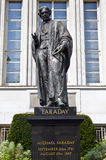 Michael Faraday staty i London Arkivbilder