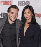 Michael Gandolfini & Deborah Lin na reunião dos sopranos imagens de stock royalty free