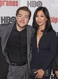Michael Gandolfini y Deborah Lin en la reunión de los sopranos fotos de archivo