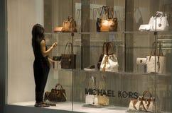 Michael Kors-handtassenwarenhuis stock afbeeldingen