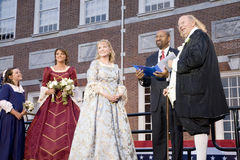 Michael Nutter, der Ben Franklin und Betsy Ross heiratet Lizenzfreie Stockfotos
