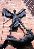 Michael och jäkeln, Coventry, England. Arkivbild