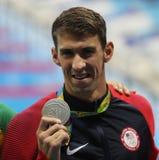 Michael Phelps von Vereinigten Staaten während der Medaillenzeremonie nach Männer ` s 100m Schmetterling des Rios 2016 Olympics Stockbild