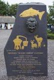 Michael Scairt Fisher Clifford Monument em Kerry Bog Village foto de stock royalty free