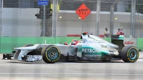 Michael Schumacher som är tävlings- i GP för F1 Singapore Royaltyfria Bilder