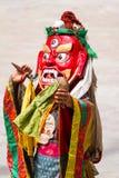 Michaelita w masce z i z phurpa & x28; obrządkowy knife& x29; wykonuje świętego tana Tybetański buddyzm Fotografia Royalty Free