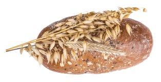 Miche de pain avec les transitoires sèches d'avoine photos libres de droits