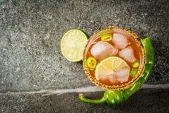 Michelada picante do cocktail mexicano tradicional foto de stock