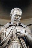 Michelangelo Buonarroti, statua w niszach Uffizi kolumnada w Florencja fotografia royalty free