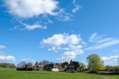 MICHELDEVER, HAMPSHIRE/UK - 21. MÄRZ: Ansicht von einem mit Stroh gedeckten Cottag Stockfotos