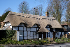 MICHELDEVER, HAMPSHIRE/UK - MARCH 21 : View of a Thatched Cottag. E in Micheldever Hampshire on March 21, 2017 royalty free stock photos