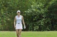 Michelle Wie marche sur le vert Image stock