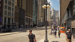Michigan-Allee in Chicago an einem sonnigen Tag - CHICAGO VEREINIGTE STAATEN - 11. JUNI 2019 stock video