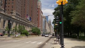 Michigan-Allee in der Chicago-Straßenschlucht - CHICAGO VEREINIGTE STAATEN - 11. JUNI 2019 stock video footage