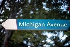 Michigan Ave znak uliczny w w centrum Chicago zdjęcia stock
