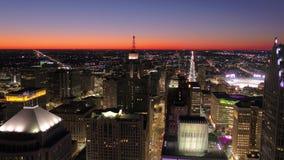 Michigan Detroit la noche aérea 4K de julio de 2017 inspira 2 almacen de metraje de vídeo